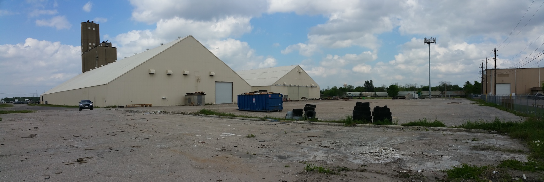 4800 Fidelity - South end of 54,000 SF and its yard area